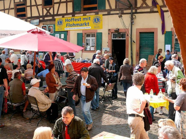 Benefiz-Maifest des Lions-Clubs mit Basar in Diersburg im Weingut Roeder