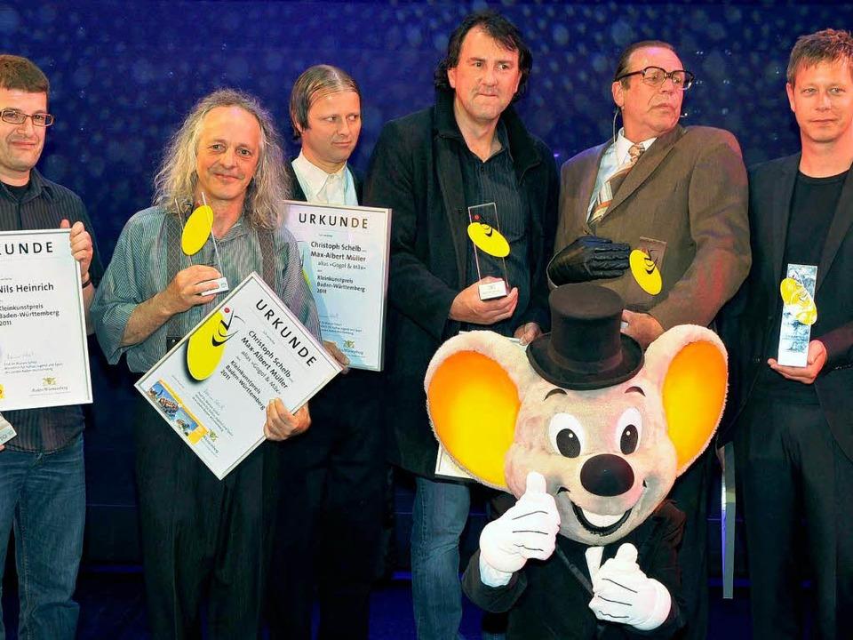 Georg Schramm (Zweiter von rechts) und...unstpreises Baden-Württemberg in Rust:  | Foto: dpa