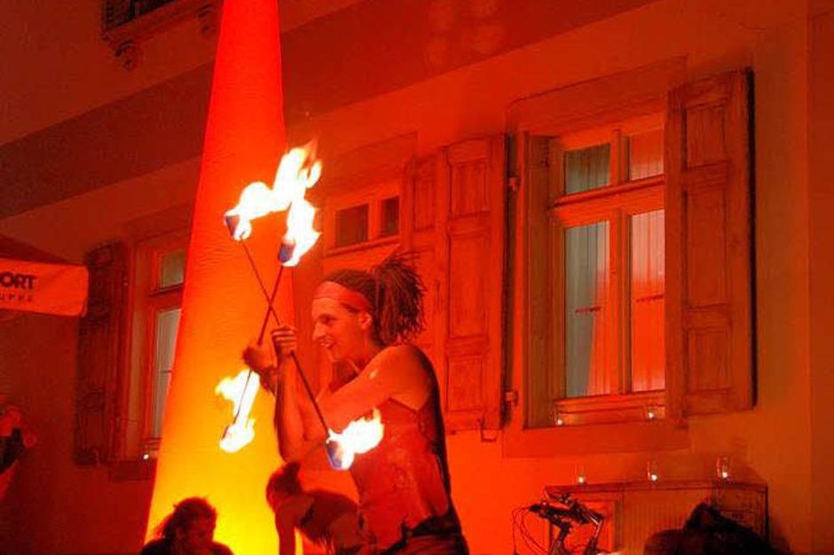 """Emmendinger Nacht  - Feuerkünstler, hier """"Phönix"""" (Foto: Sylvia-Karina Jahn)"""