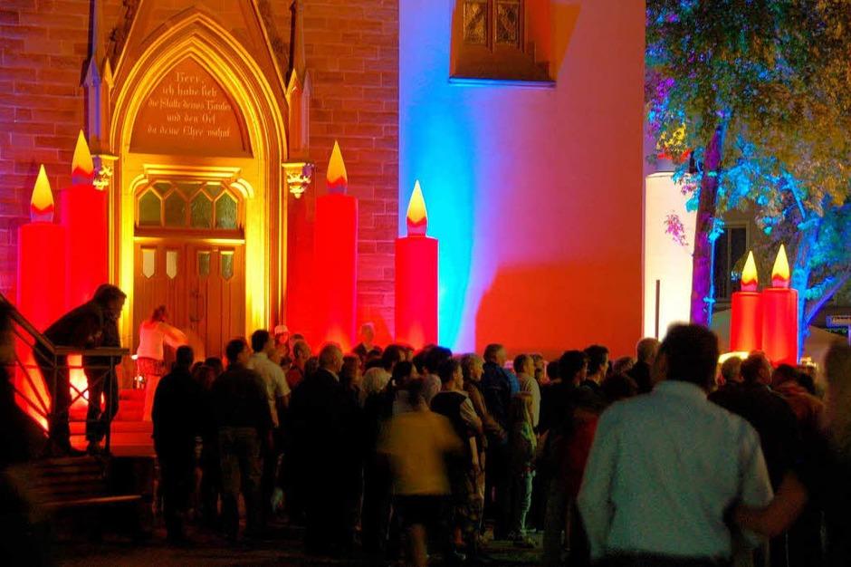 Emmendinger Nacht an der Stadtkirche: Nanu, haben wir schon wieder Advent? (Foto: Sylvia-Karina Jahn)