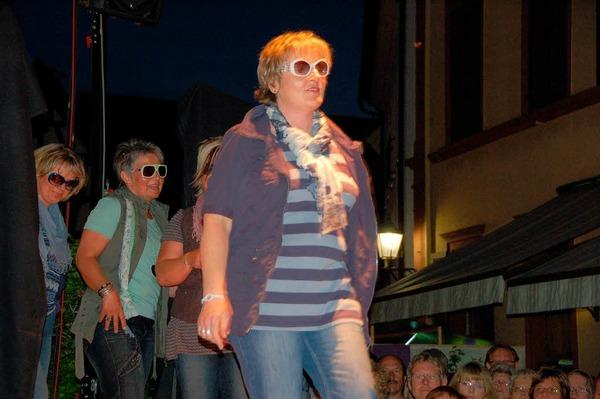 Emmendinger Nacht - Mode, ja bitte! Faszinierte Zuschauer in der Lammstraße