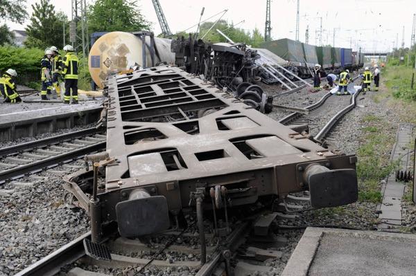 Der havarierte Güterzug in der Nähe des Bahnhofs in Müllheim.