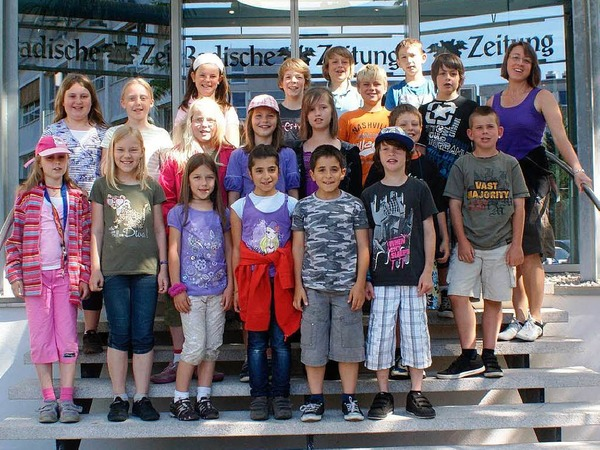 Die Klasse 4b der Grundschule aus H�llstein mit ihrer Lehrerin Kathrin G�nther