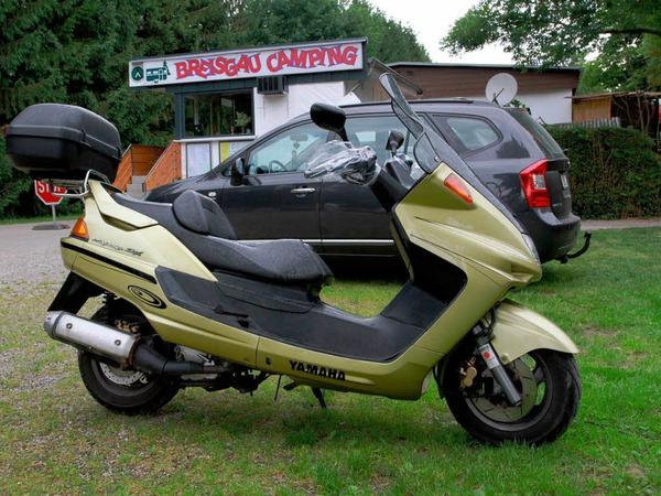 """Am Campingplatz """"Breisgau"""" nahe des Autobahnzubringers Freiburg-Nord nahm die Polizei einen Verd�chtigen fest, der mit diesem Motorroller auf der Flucht war."""