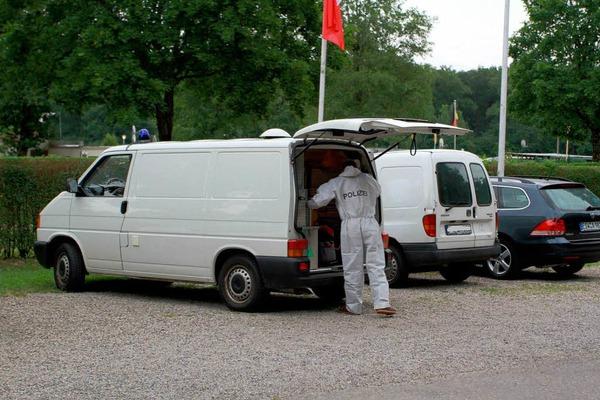 """Spurensicherung am Campingplatz """"Breisgau"""" am Silbersee: Hier endete die Flucht des Verdächtigen."""