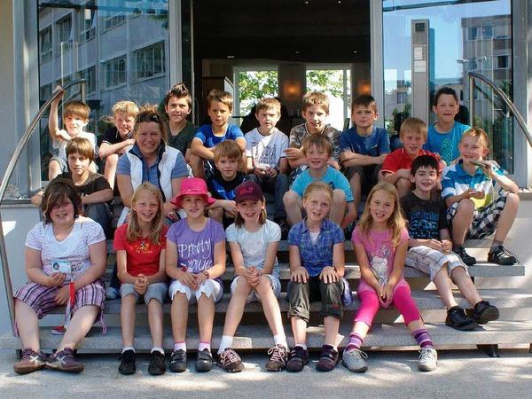 Die Klasse 4 der Grundschule aus Biederbach mit ihrer Lehrerin Sunniva Saumer-Gebhard