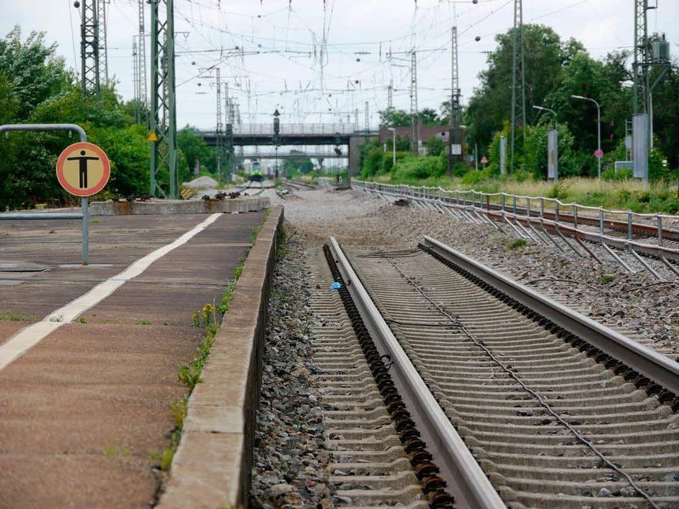 Gleis zwei führt derzeit nirgendwo hin...dert Meter Gleis abgetragen. Foto: kam    Foto: KAtharina Meyer