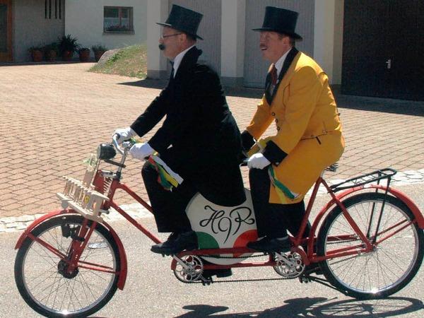 Der Neunerrat bereicherte das bunte Bild mit seinen abenteuerlichen Zweirädern