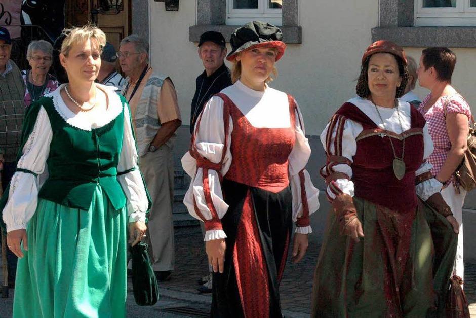 Tiengen steuerte auch städtische Trachten bei (Foto: Karin Stöckl-Steinebrunner)