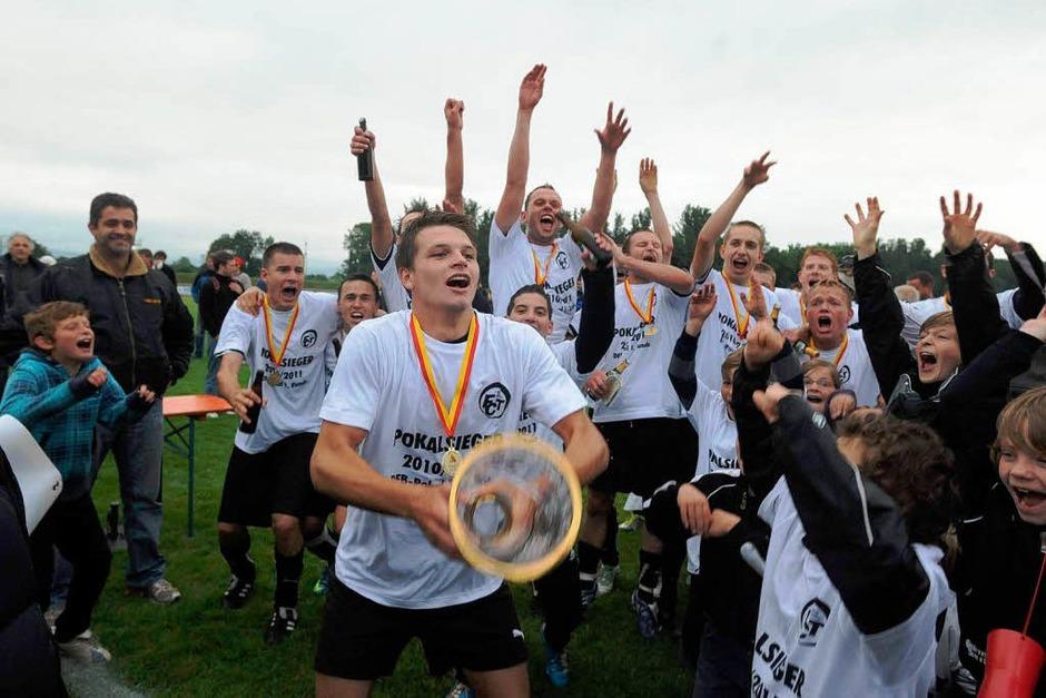 Südbadisches Pokalfinale in Bötzingen: Der FC Teningen schlägt den SV Weil mit 2:1. (Foto: schön)
