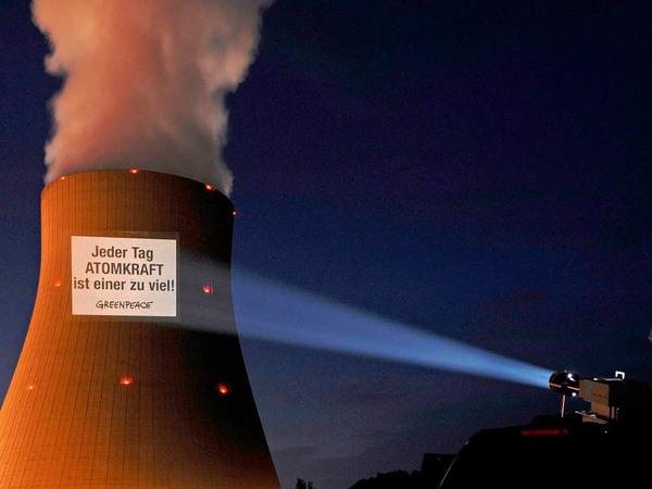 """Greenpeace wirft der Bundesregierung einen """"Ausstieg im Schneckentempo"""" vor."""