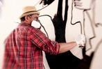 Fotos: Streetart-K�nstler Stefan Strumbel malt Kirche in Kehl aus