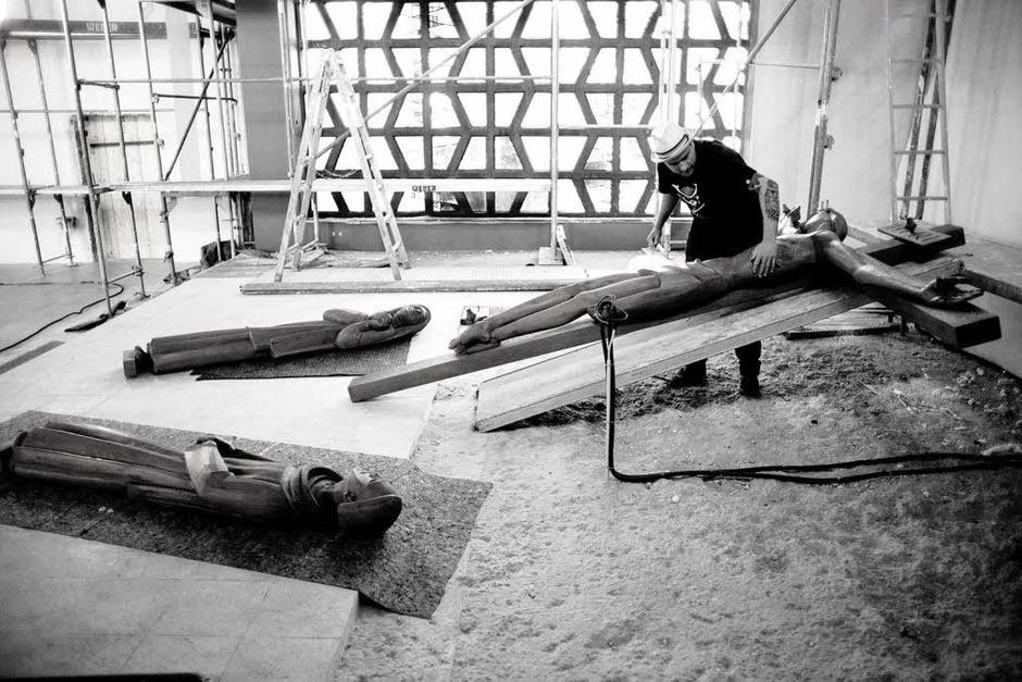 Stand vor dem Abriss, jetzt malt sie ein Star der Streetart-Szene aus: Stefan Strumbel und die Kirche Maria, Hilfe der Christenheit in Kehl (Foto: Oliver Rath)