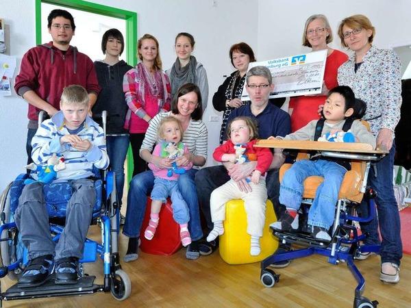 Für die Janusz-Korczak-Schule für geistig behinderte Menschen gab es  5000 Euro, dank den Artistinnen vom Circus Harlekin.