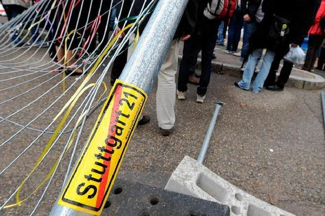 Fotos: Stuttgart-21-Gegner stürmen Baustelle