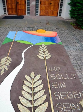 In der Seelsorgeeinheit St. Michael, Grenzach/St. Georg, Wyhlen, fand eine Prozession mit Pfarrer Uwe Schrempp statt.