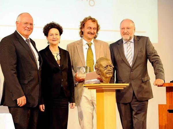 von links: Wolfgang Poppen, Verleger Badische Zeitung, Lady Christiane Dahrendorf, 1. Preisträger Jörg Laskowski, Saarbrücker Zeitung, Juror Werner d'Inka.