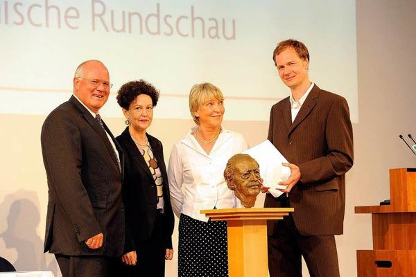 von links: Wolfgang Poppen, Verleger Badische Zeitung, Lady Christiane Dahrendorf, Annette Hillebrand, Jurorin und 3. Preisträger Jens Meifert, Kölnische Rundschau.
