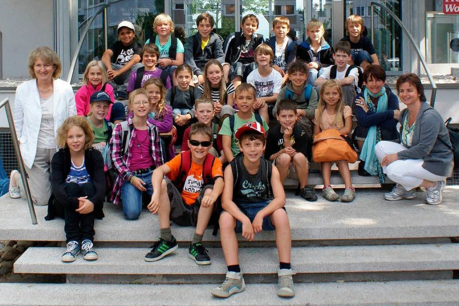 Die Klasse 4b des Schulzentrums aus Steinen mit ihrer Lehrerin Christa Vetter (Foto: Hanno Förtner)