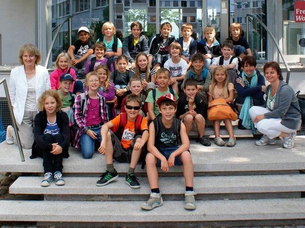 Die Klasse 4b des Schulzentrums aus Steinen mit ihrer Lehrerin Christa Vetter
