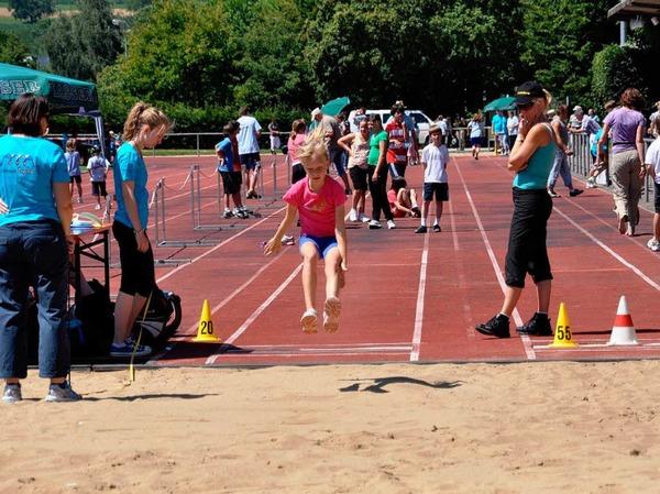 Gro�e Freude bei den Kleinen – das Kinderturnfest am Sonntag zog viele Jungen und M�dchen ins L�rracher Gr�ttparkstadion