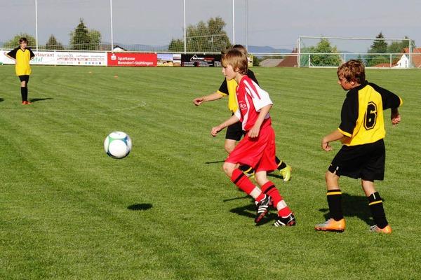 D-Jugendspiel: Zum Auftakt der Mettenberger Sporttage spielte die Spielgemeinschaft VfB Mettenberg/Grafenhausen gegen den FC Birkendorf. Die G�ste konnten das Spiel klar mit 13:0 Toren gewinnen.