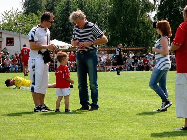 Legende und Gaudibursche: Sepp Maier war stets von Fans umlagert.