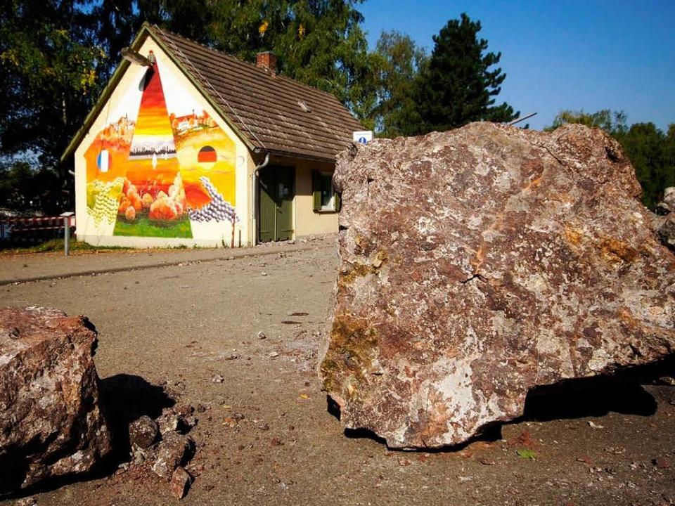 Nach dem Felssturz im September 2009: ...ckliche Fügung wurde niemand verletzt.  | Foto: Ziesmer