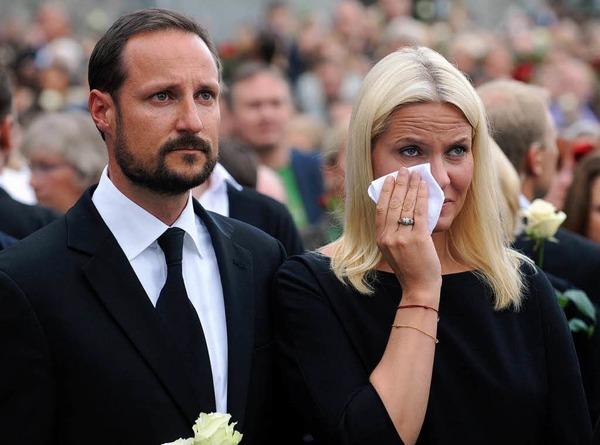 Kronprin Haakon und Mette-Marit bei der Trauerfeier am Montagabend in Oslo