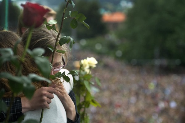 Zeichen der Trauer und der Unbeugsamkeit: Norwegen gedenkt der Opfer der beiden Terroranschl�ge