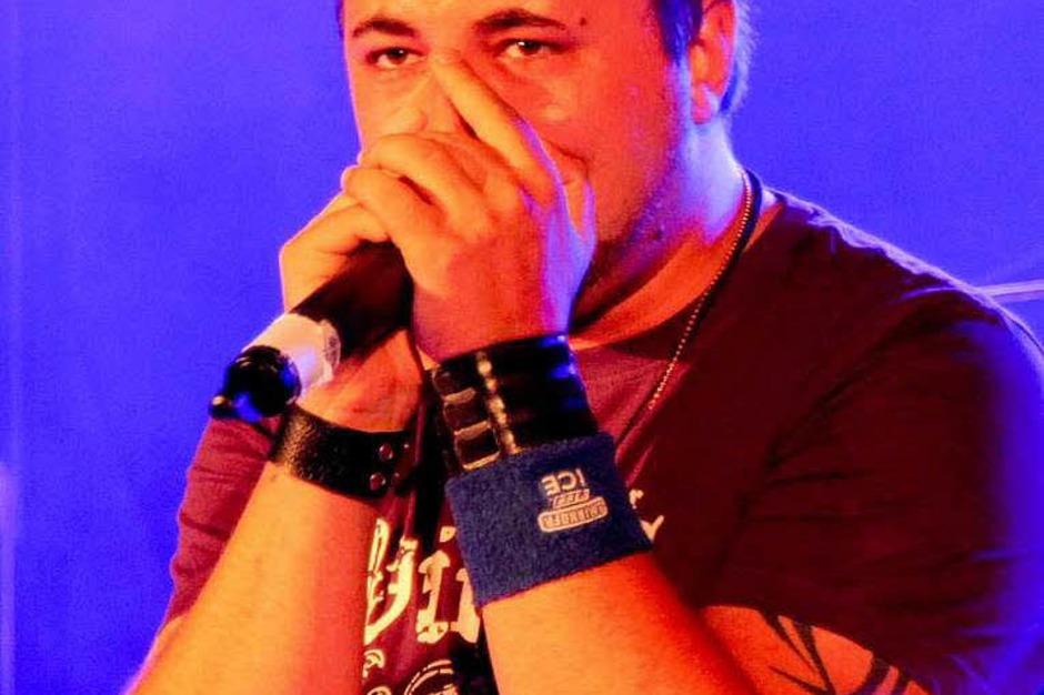 Mit viel Gefühl sang Thomas Einloth von der Band Inside Melina (Foto: Eileen Woestmann)