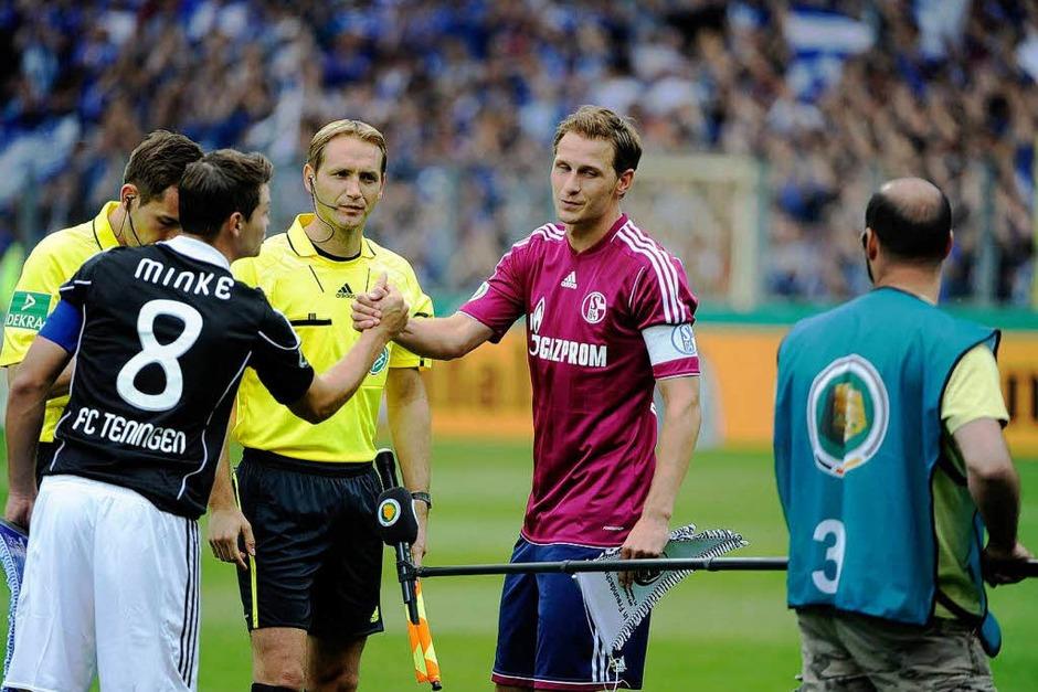 Ein Fußballspektakel der besonderen Art: Teningen gegen Schalke im Freiburger Badenova-Stadion (Foto: Copyright by Achim Keller)