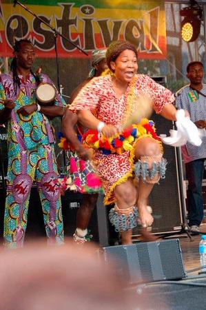 Das  Afro-Dance-Ensemble Wominba zeigte perfekte Körperbeherrschung.