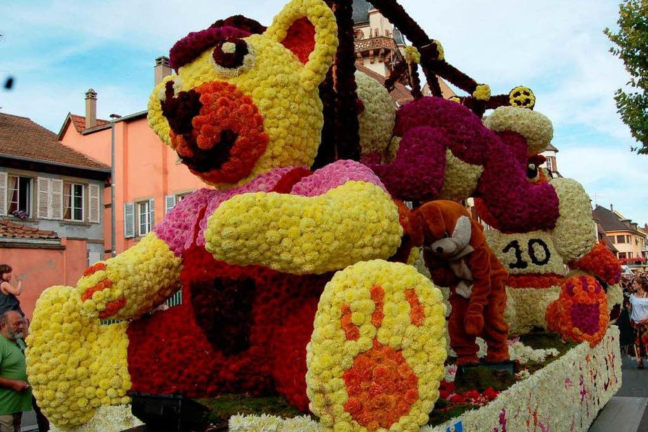 """Farbenpracht wie immer: Der 82. Blumenkorso (""""Corso fleuri) in Sélestat im Elsass"""