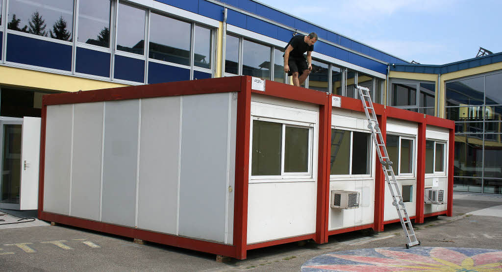 ein container wird zu einem klassenzimmer ettenheim badische zeitung. Black Bedroom Furniture Sets. Home Design Ideas