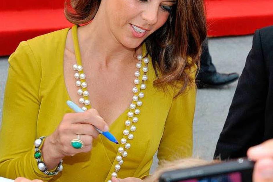 Marisa Tomei schrieb fleißig Autogramme. (Foto: AFP)