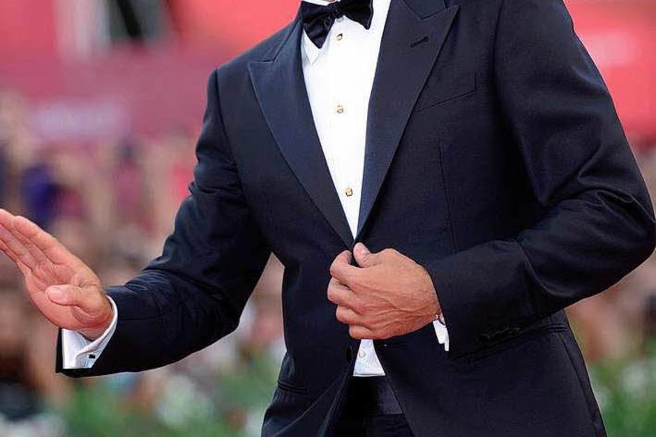 Schritt nach der Trennung von Elisabetta Canalis allein über den Roten Teppich: George Clooney. (Foto: dpa)