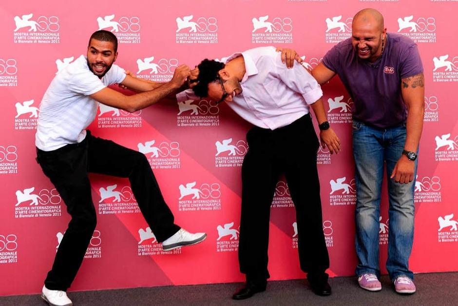 Immer für einen Spaß zu haben: Die Schauspieler Yassine Azzouz (Mitte), Rashid Debbouze (links) und Kamel Laadaili. (Foto: AFP)