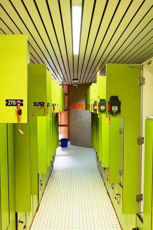 Wo sich  heute die Umkleidekabinen befinden, wird der Eltern-Kind-Bereich neu gebaut. Damit befindet sich der Babybereich in der Nähe des Wellenbades und des Restaurants, das neu ins Erdgeschoss verlegt wird.
