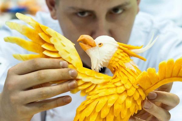 Der russische Gemüseschnitzer und sein Adler