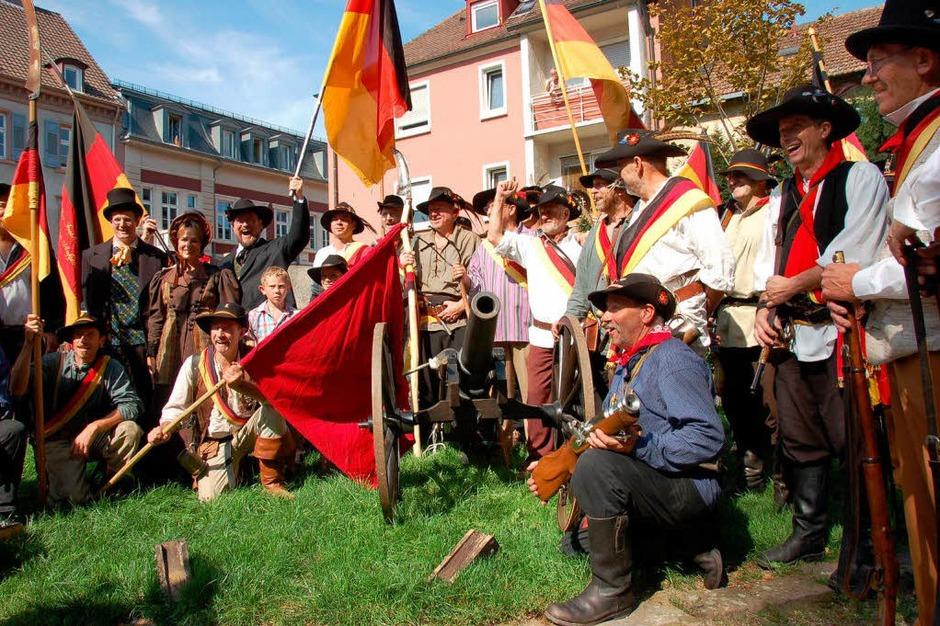 Wie Fasnacht im Sommer, hier aber zur Feier der demokratischen Errungenschaften: der Offenburger Freiheitstag. (Foto: Ralf Burgmaier)