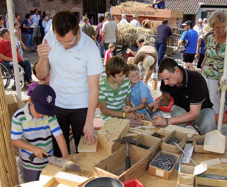 Kinder und auch manche Väter hatten ih...nd starteten dann zur Glotter-Regatta.  | Foto: Christian Ringwald