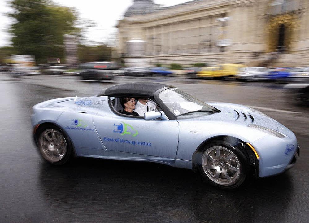Louis Palmer beim Start der Rallye in Paris.  | Foto: AFP