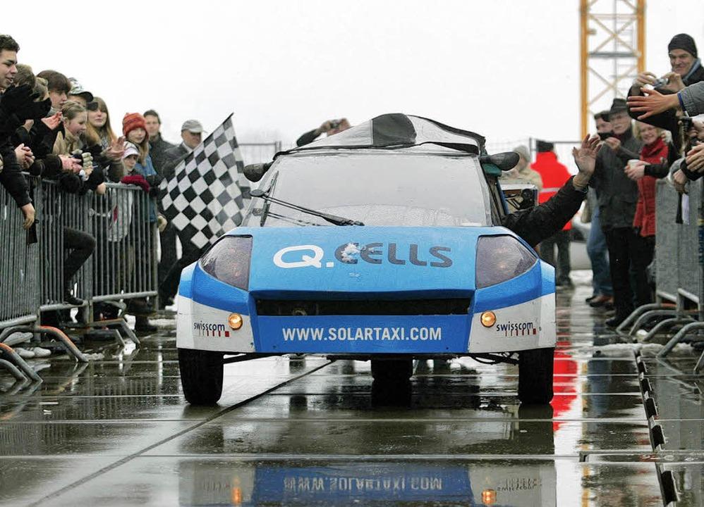 Am Ziel in Luzern: Das Solartaxi fuhr um die Welt  | Foto: AFP