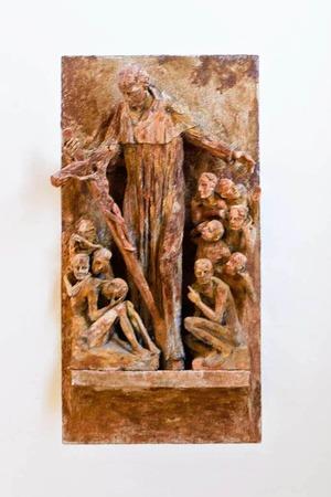 In der Seminarkirche findet sich auch ein Bildnis des  Kirchenpatrons Karl Borromäus. Die Gruppe wurde 2009 von Wolfgang Eckert aus Tonerde, Bronze und Eisenmehl geschaffen.