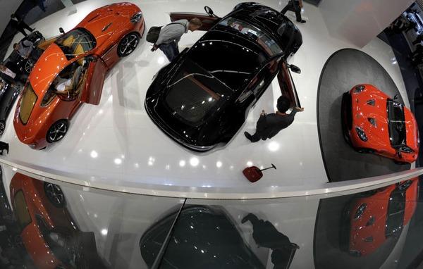 Fahrzeuge des britischen Sportwagenherstellers Aston Martin.