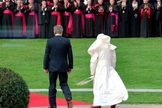 Kritische Fragen und viel Philosophie: Auftakt des Papst-Besuchs