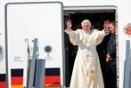 Lahr: Papst Benedikt XVI. trifft am Flugplatz ein
