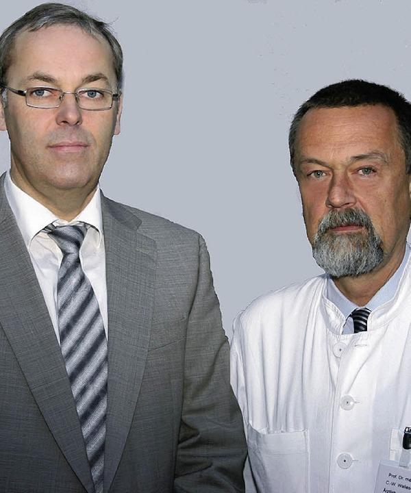 Geschäftsführer Bernd Fey und der Ärztliche Direktor Prof. Claus-W. Wallesch  | Foto: Klinik