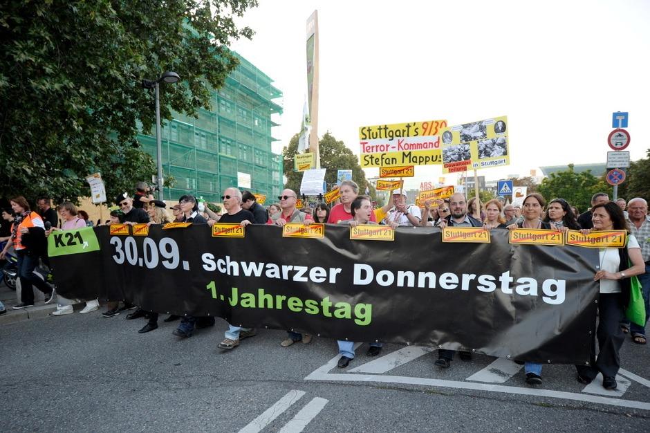 S21-Gegner gedenken des Schwarzen Donnerstags (Foto: dapd)